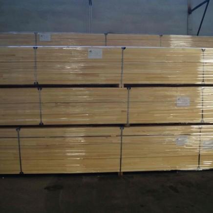 Zapakowane listwy gotowe na dostawę do klienta